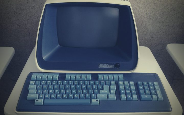 Modası geçmiş çok eski bir bilgisayar.