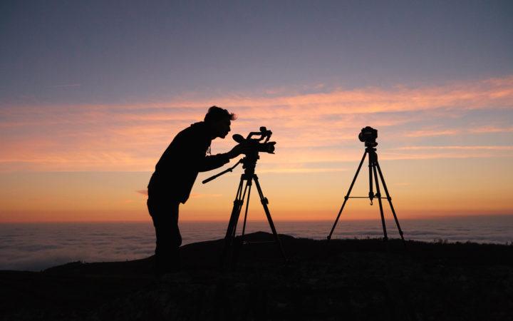 Kendi Başına Çalışan Fotorafçi Adam Silueti