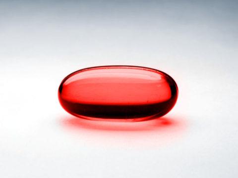 Kırmızı hap bu rengiyle, uyanışı simgeliyor.