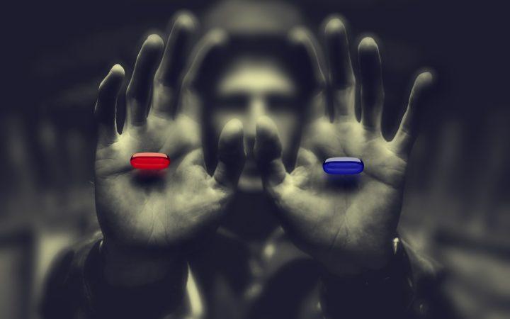 İçindeki kırmızı veya mavi hapı seçmemiz için, önümüze uzanan bir çift el.
