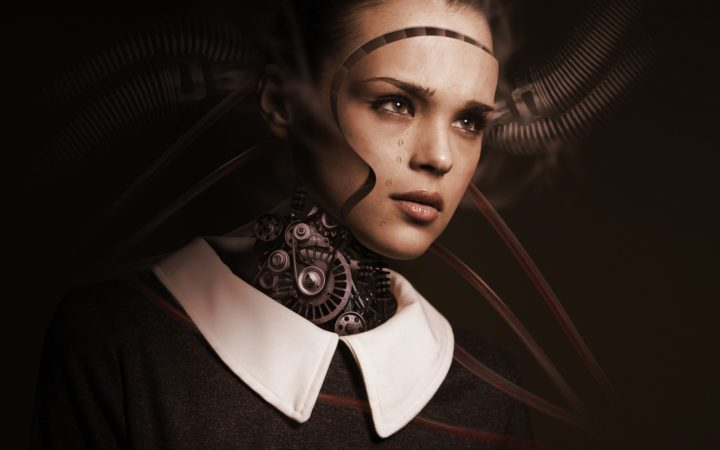 Robot bir kızın yüzü makineler tarafından çıkarılıyor.
